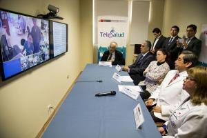 PER---Inauguran-red-de-Telesalud-para-atender-a-menores-con-enfermedades-complejas-shaune-fraser-Olimpic-Swimmer-Cayman-Island